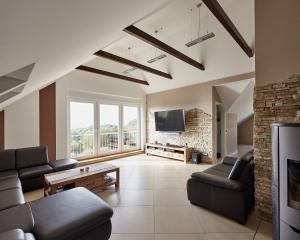 Dachausbau nach fertiggestellten Umbauarbeiten. Wohnen unterm Dach mit schöner Aussicht.